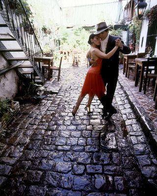 Tango-on-cobblestone